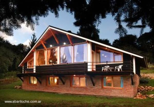 arquitectura de casas chalet de singular techo alado en