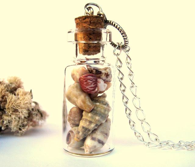 vial-pendant-with-sea-shells