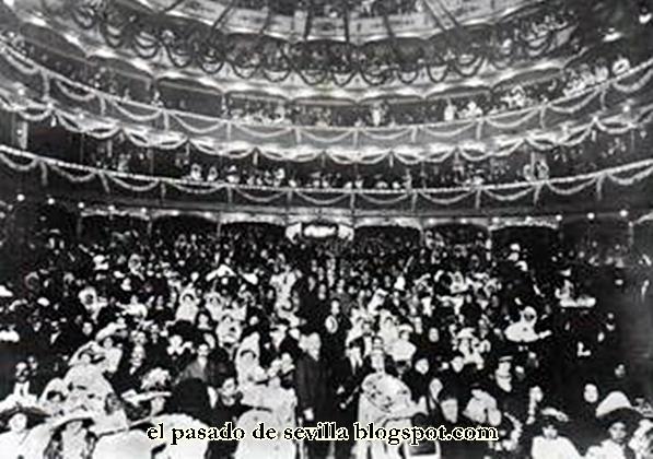, en la que vemos a Lola Flores saludando a los fans de la época