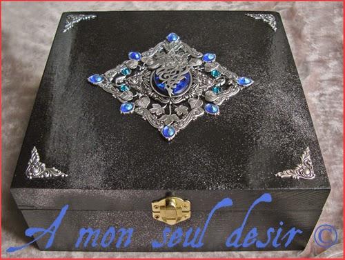 Boite Coffret à Bijoux Loup Bleu Nuit Médiéval Fantastique Le Trône de Fer Haliotis Ormeau Abalone Game of Thrones Wolf Night Blue Jewelry Box Stark Winterfell