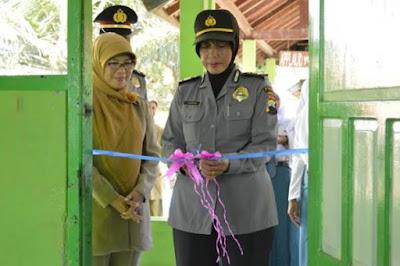 Resmikan Koperasi Sekolah, Kasubbag Humas Polres Purworejo Minta Siswa Jangan Takut Polisi
