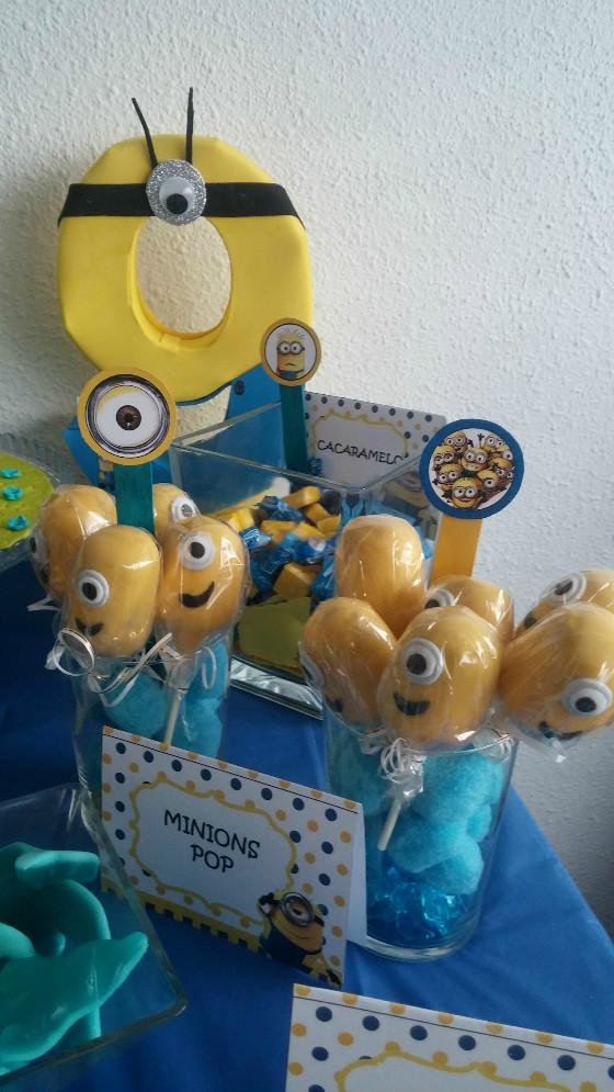imagen_cumpleaños_burgos_bilbao_minions_casa_mesa_dulces_tarta_galletas_decoracion