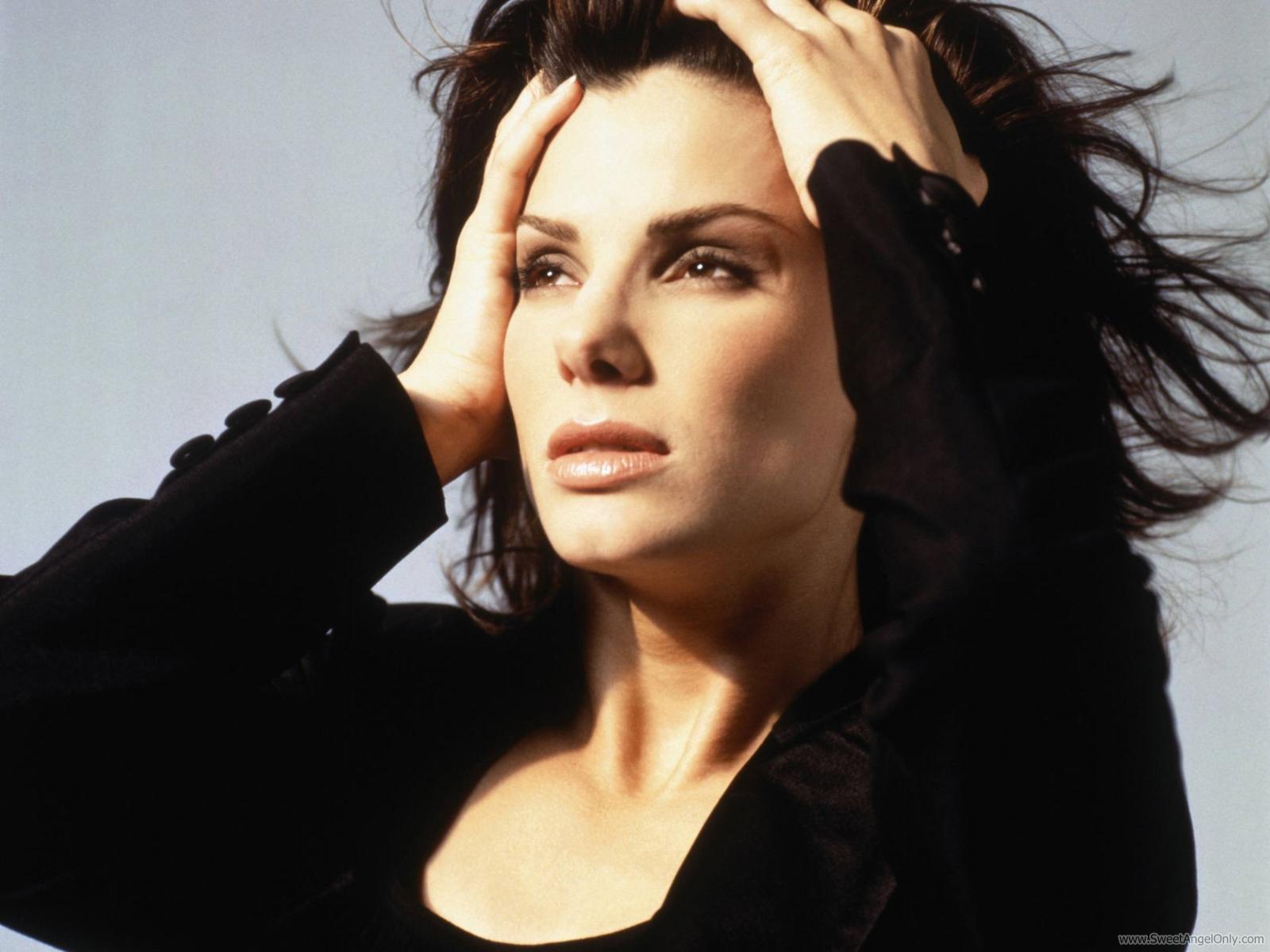 http://2.bp.blogspot.com/-RtTN3m0qG04/Tq6S-76SAXI/AAAAAAAAJkw/cxshM_pEu3k/s1600/sandra_bullock_actress_wallpaper_01-1600x1200.jpg