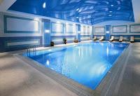 crowne-plaza-otel-kapalı-yüzme-havuzu