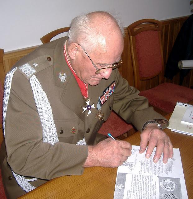 Generał Stanisław Burza-Karliński podczas spotkania z mieszkańcami Przedborza, 2008 r. Fot. Paweł Grabalski.