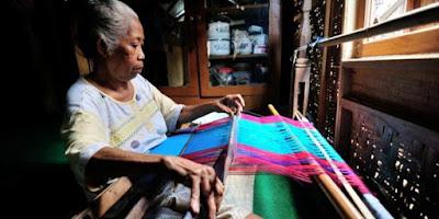 Kerajinan tenun khas Sumbawa ada di Desa Poto