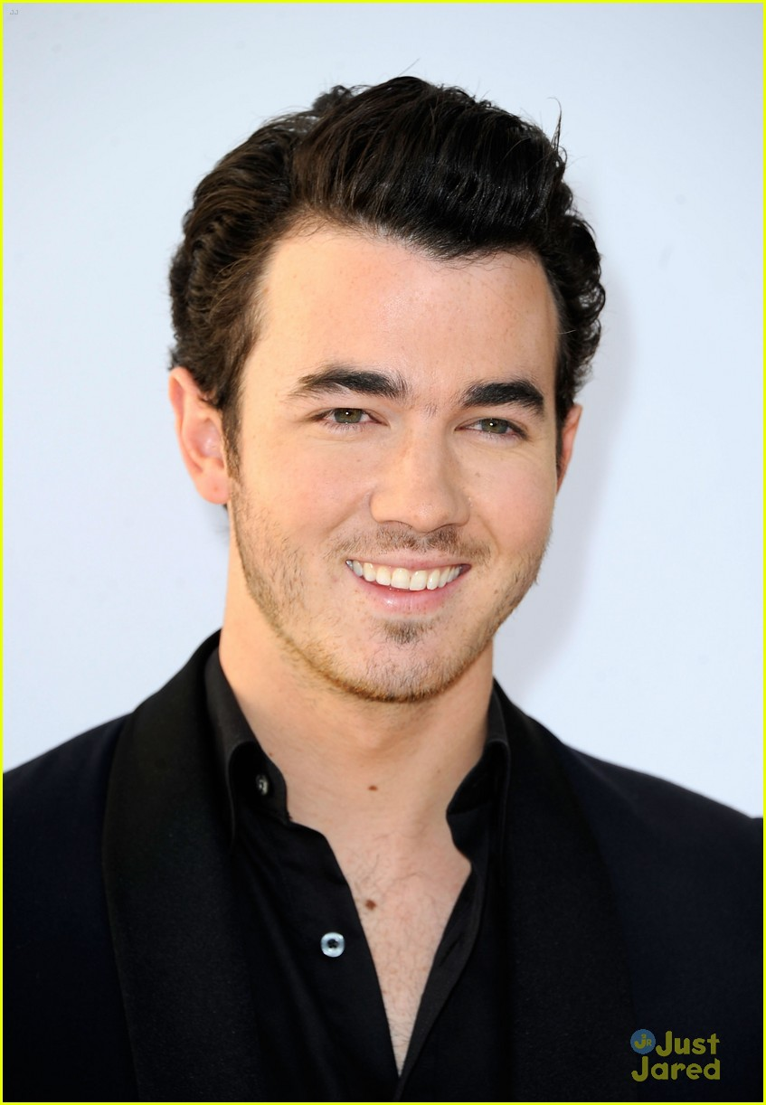 kevin jonas dating Sophie turner and joe jonas are engaged turner and jonas, 28, have been dating since at least also sharing congratulations were brother kevin jonas his.