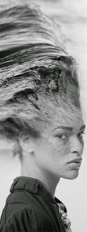 21-Wave-Antonio-Mora-Black-&-White-Photography-www-designstack-co