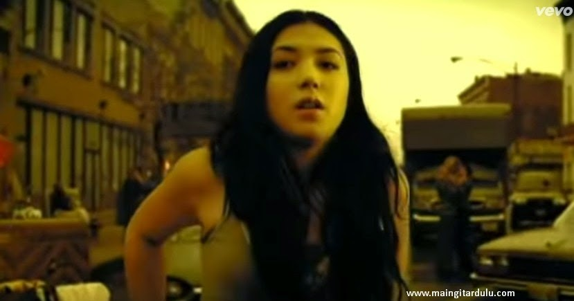 Lirik Lagu dan Kord Kunci Gitar Game Of Love - Santana feat Michelle Branch ~ Maingitardulu.com