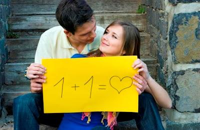 كيف تختارين شريك حياتك - رجل وامرأة يحبان بعض - لافتة - man and woman sign