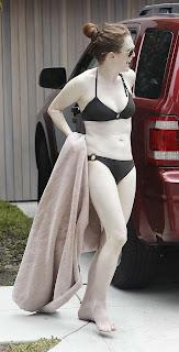 Julianne Moore caught in her driveway in li'l, black bikini and a towel