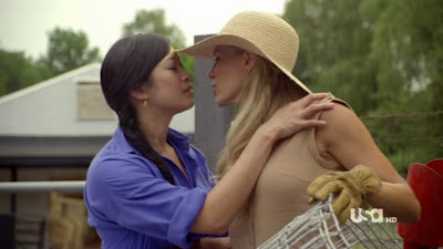 Julie Benz and Camille Chen Lesbian Kiss, Royal Pains Watch Online lesbian media
