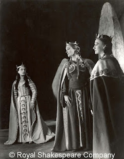 shakespeares king lear goneril and cordelia in Lear, king of england, decides to give up the throne and divide his kingdom between his three daughters, goneril, regan, and cordelia before he divides the country.