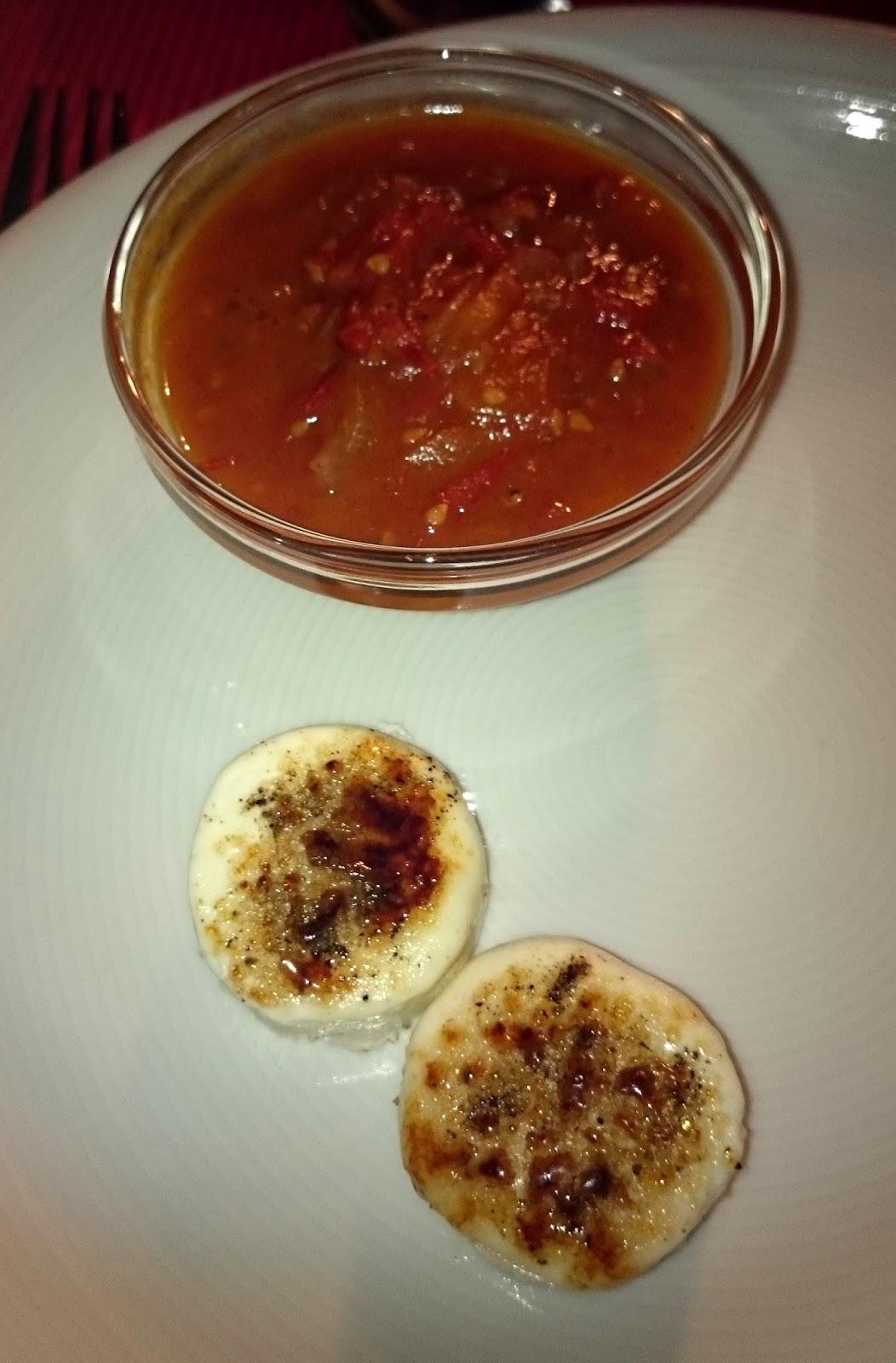 Rezept Karamellisierter Ziegenkäse mit Tomaten-Kompott und fruchtigem Salat