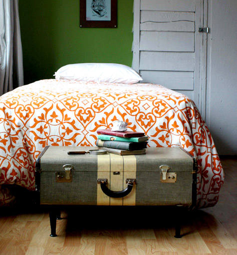 Diy Coffee Table With Hidden Storage Plans: Vintage Finds: DIY Project: Vintage Suitcases