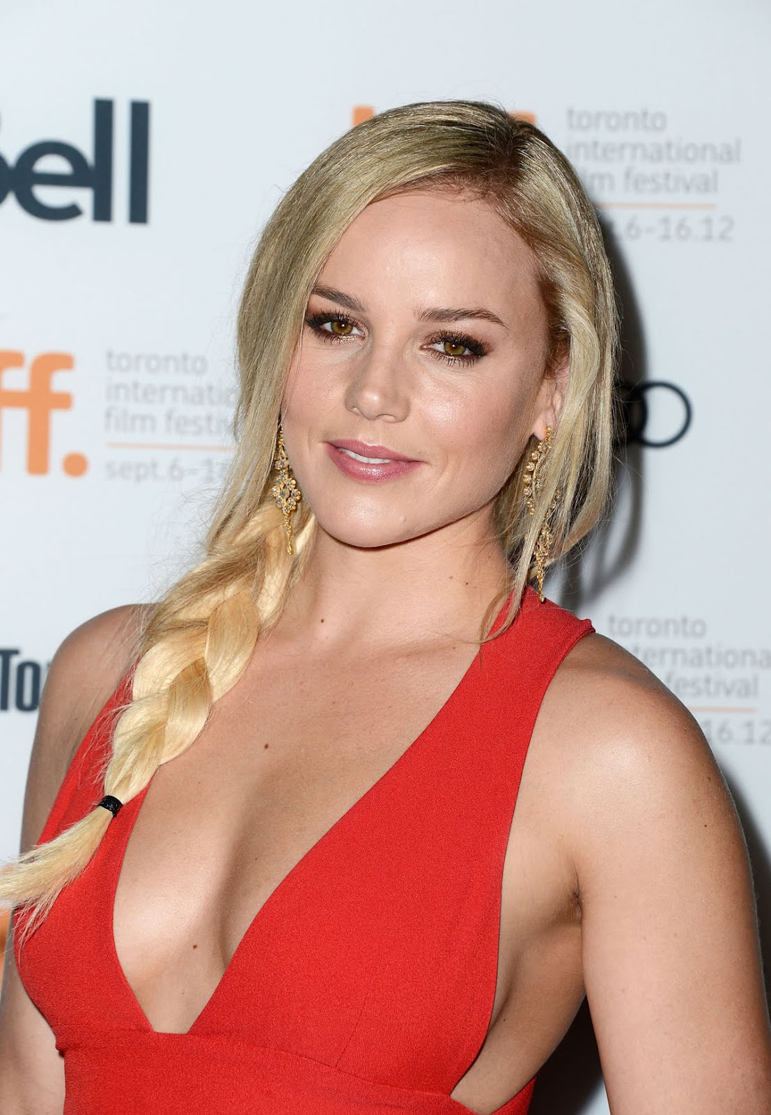 http://2.bp.blogspot.com/-Rv83c7Yq6ck/UFnrWfiVVII/AAAAAAAABDA/UZRmCCES9AM/s1600/ABBIE-CORNISH-at-Seven-Psychopaths-Premiere-at-Toronto-Film-Fest-1.jpg