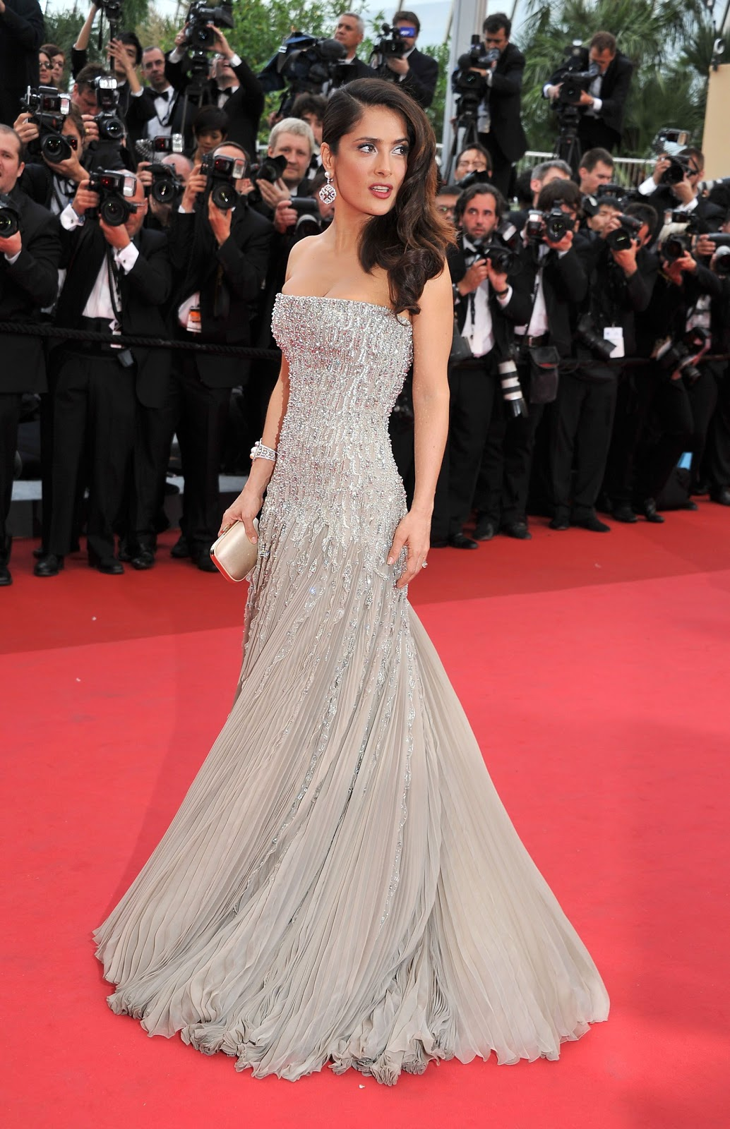 salma-hayek-in-gucci-cannes-2011