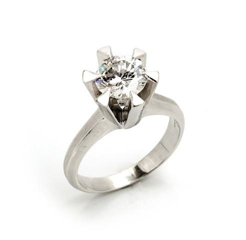大切にしまっていた婚約指輪が美しく蘇える楽しさです。