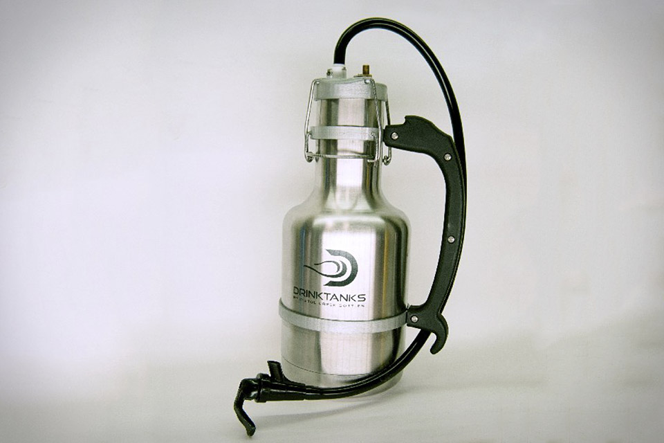 DRINK TANKS GROWLER ( Drink Tanks Growler Price starts at $65 ) Drink Tanks specializes in providing the most cutting edge ( Drink Tanks Growler ) drinking vessels. Drink Tank's stainless steel vacuum insulated growler bottles will keep your beer cold, carbonated, & fresh for up to 24 hours.