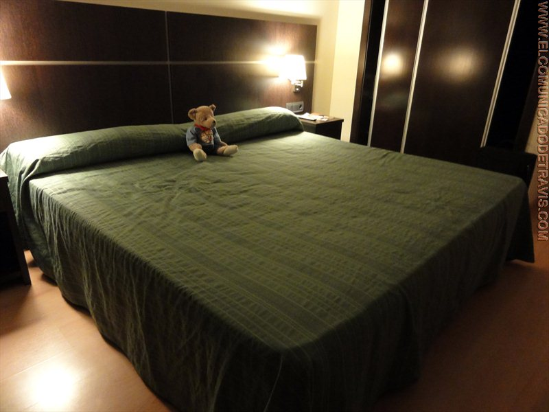 Pruebo una cama king size el comunicado de travis for Cama queen size or king size
