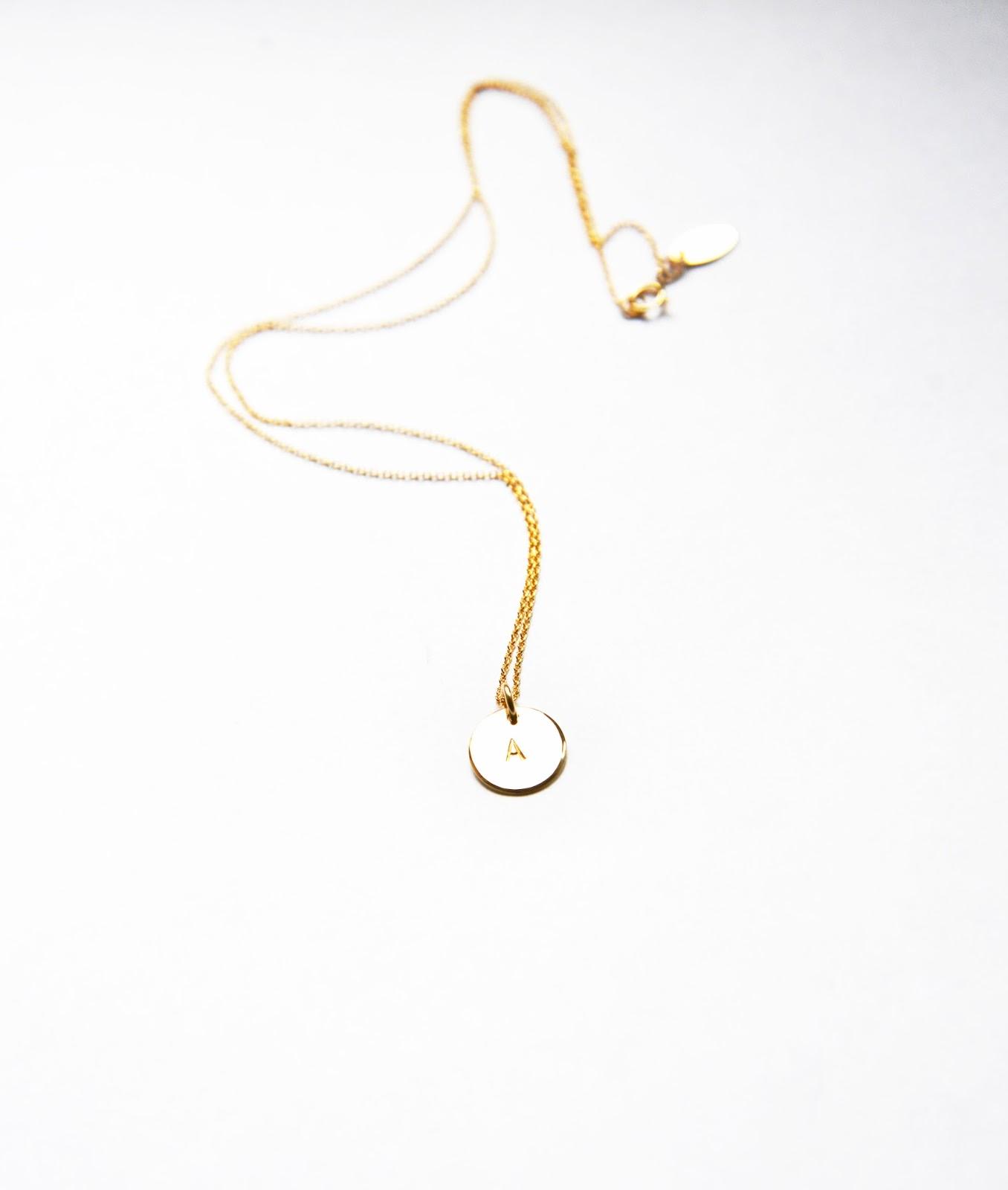 Halsband med bokstav billigt 73cbbd7ea16c3