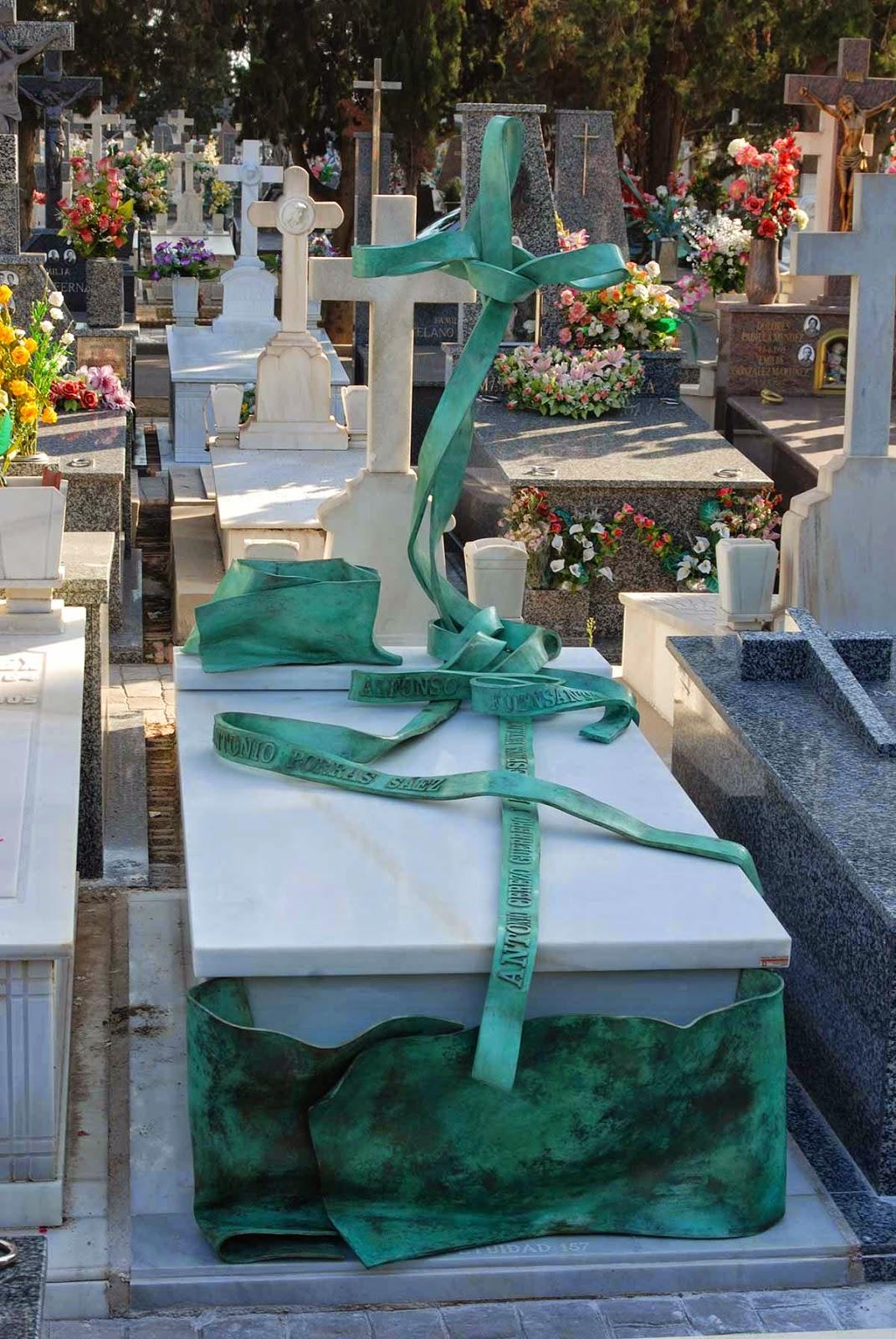 Monumento bronce cementerio Murcia Arturo Serra escultura 3