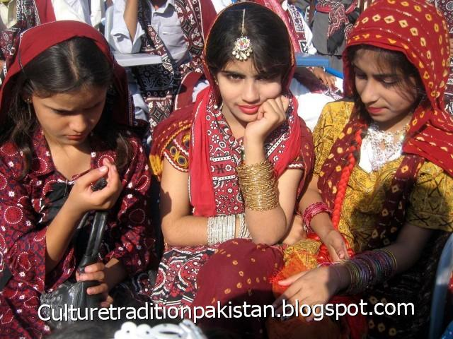 essay on culture and tradition of pakistan