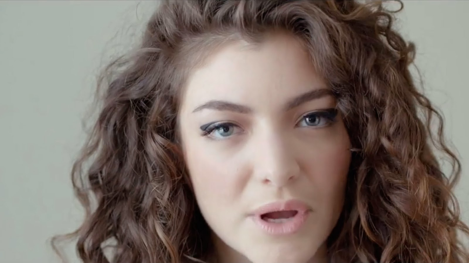 Lorde - Royals - Watch YouTube Music