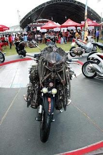 Foto 21 Modifikasi Sepeda Motor Aneh dan keren
