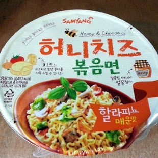 Ramyeon coreano con miel y queso