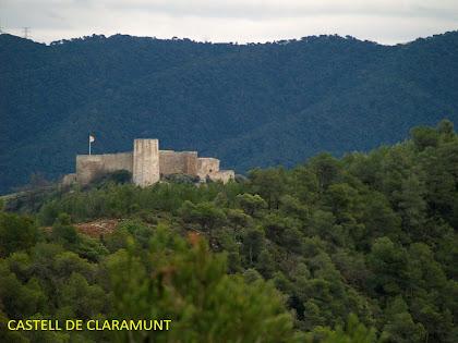 El Castell de Claramunt des de la pujada al cim del Pujol de la Guàrdia