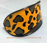 http://koltureshoq.wordpress.com/2013/11/28/turn-your-sunglasses-case-into-a-leopard-print-clutch-bag-awesome-diy/