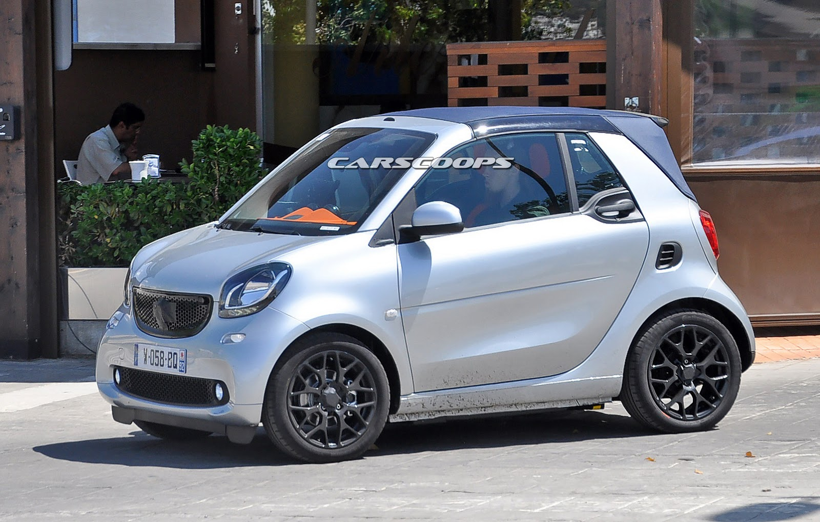 new smart fortwo cabriolet spied completely undisguised. Black Bedroom Furniture Sets. Home Design Ideas
