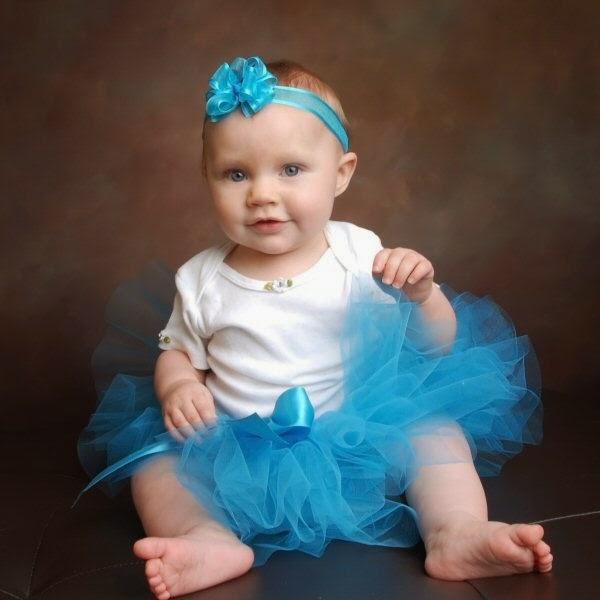 Foto bayi lucu dan imut pakai tutu dress biru putih