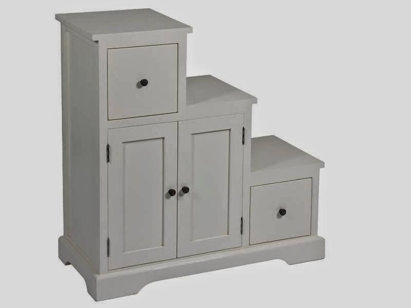 mueble escalera en color blanco crema