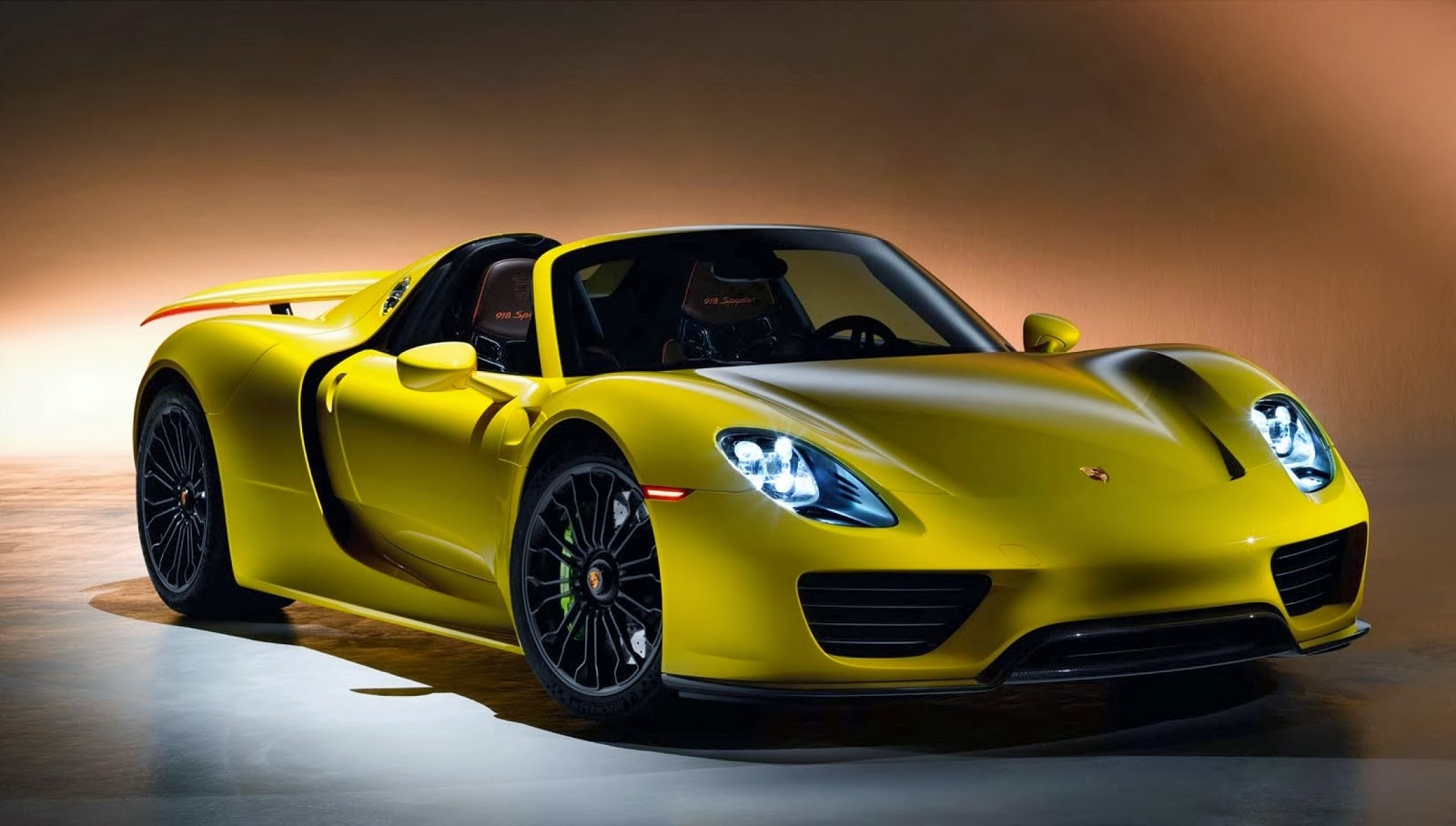 the porsche 918 spyder looks absolutely stunning in yellow. Black Bedroom Furniture Sets. Home Design Ideas