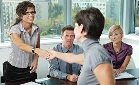 mulher processo seleção de emprego
