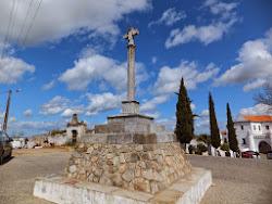 Cruzeiro na estrada do cemitério