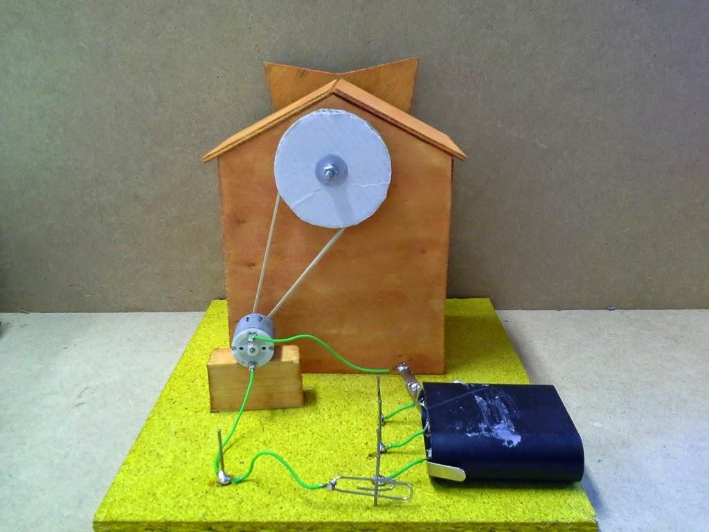 Maqueta de un molino eléctrico, realizado por alumnos de 2º ESO.
