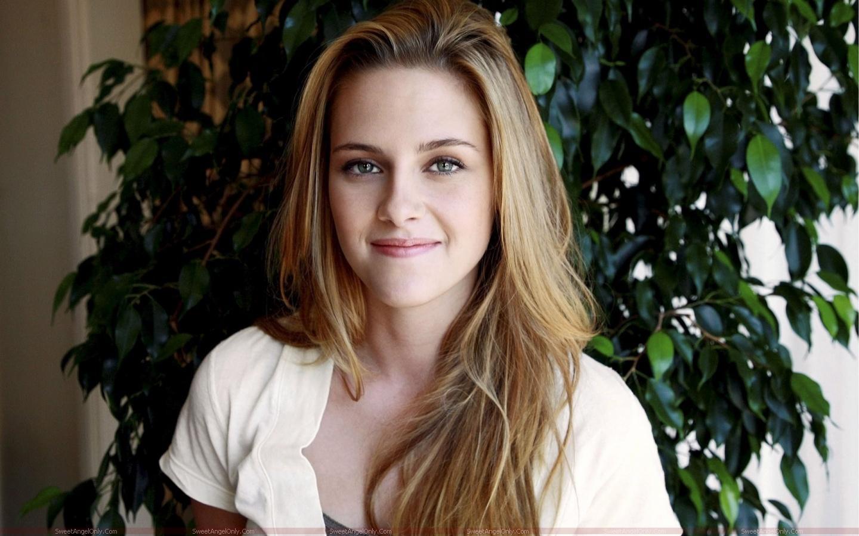 http://2.bp.blogspot.com/-RyK6GDp5Zes/TX4lsqjzu2I/AAAAAAAAFnM/G4bgwoy5jMo/s1600/kristen_stewart_hollywood_hot_actress_wallpaper_sweetangelonly_31.jpg