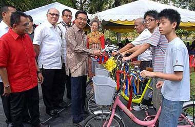 Healthy activities: Mohamad Roslan (in batik) showing the bicycles that can be rented in Taman Jaya.