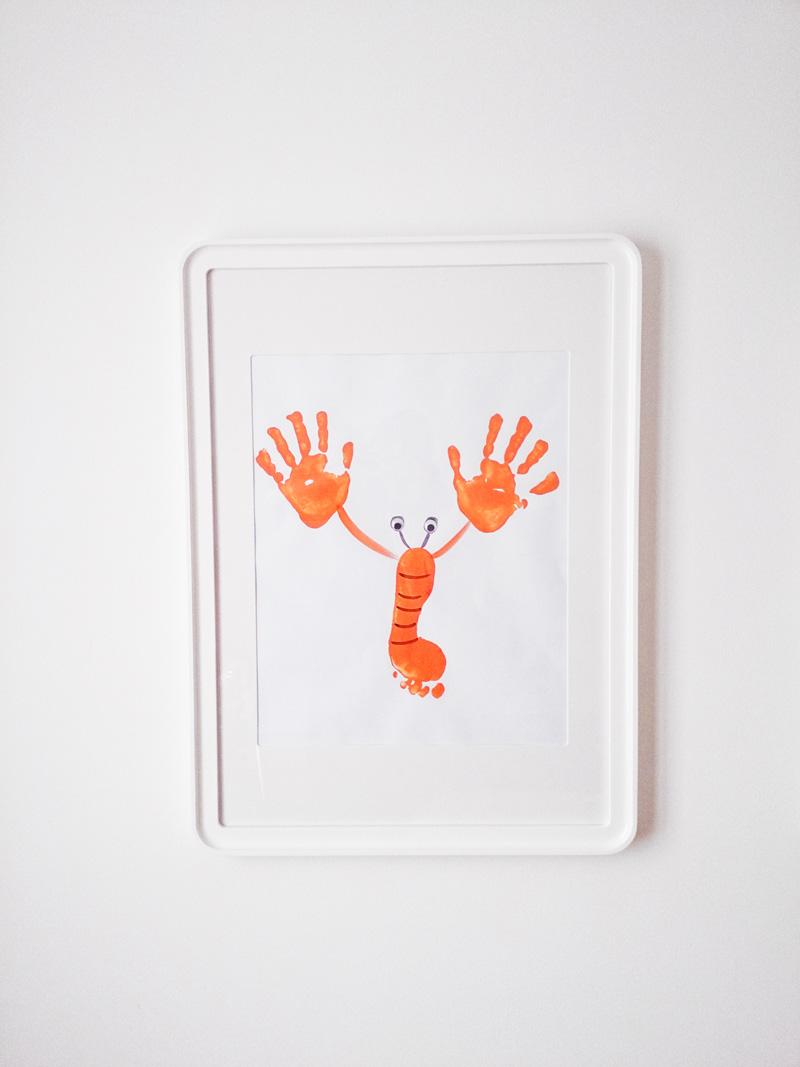 Manualidad Decorar en familia_ Lámina cangrejo pintada con pies y manos6