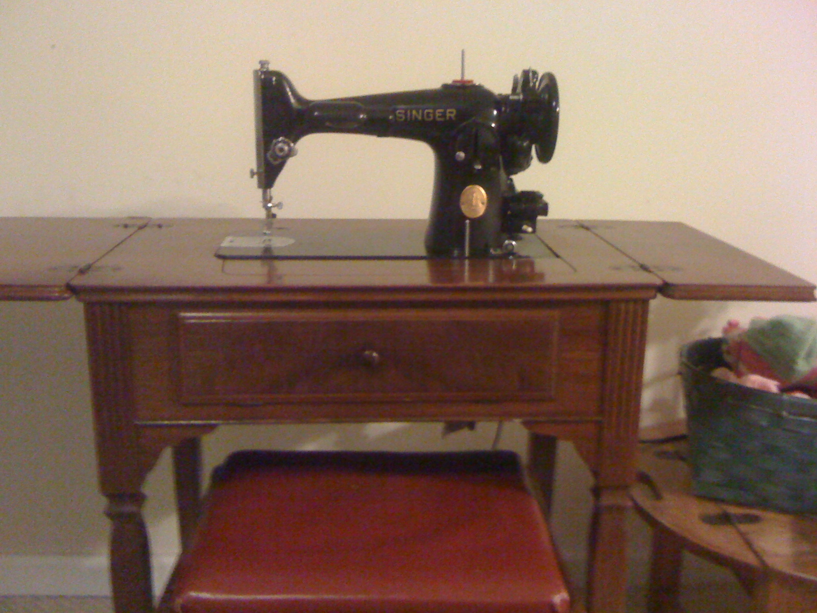 Running Stitches: Introducing My Machines - The Singer 201-2