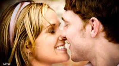 Mau Tahu Ciuman Wanita yang Bikin Pria Tergoda
