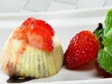 Pisang - Kelapa Kukus dengan Strawberry Sauce