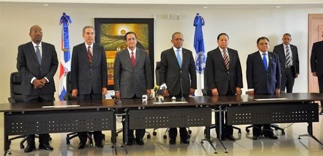 Juramentan nuevas autoridades de la UASD; Iván Grullón promete la unidad en la academia
