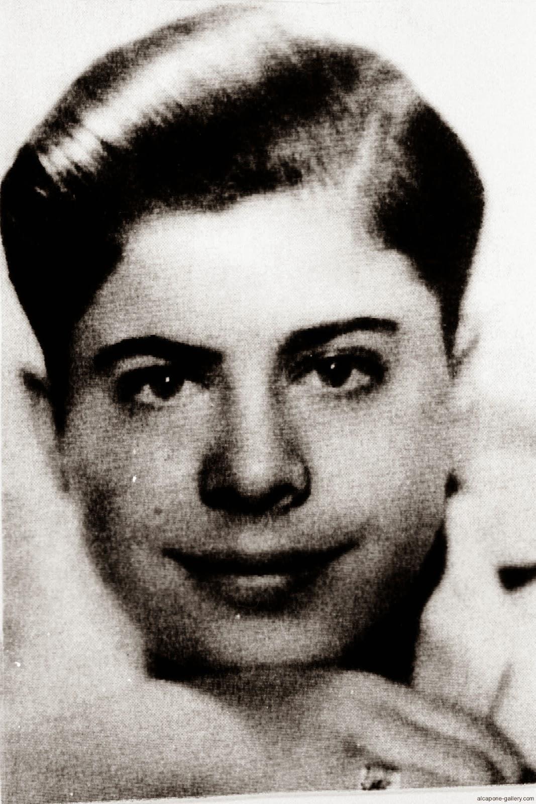 Alphonse Gabriel Capone Pecino (Al Capone)
