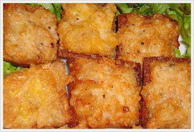 ขนมปังหน้ากุ้ง_エビのすり身のせトースト_Fried Canapes with Shrimp Spread