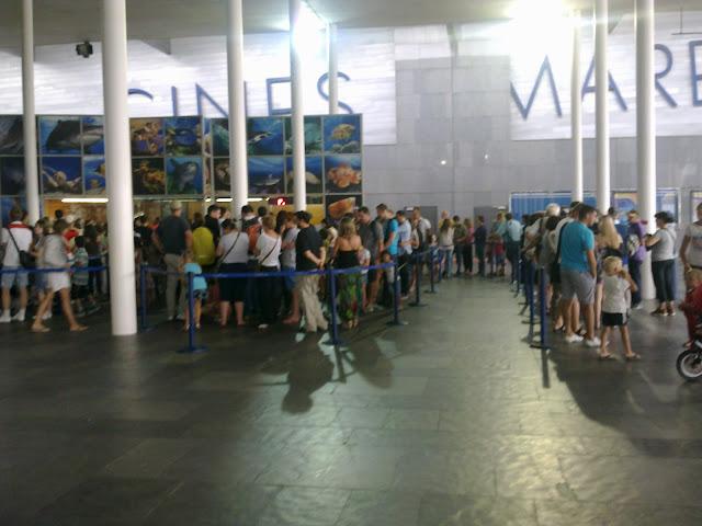 kolejka do ocenanarium w barcelonie