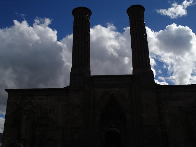 Erzurum çifte minareli camii